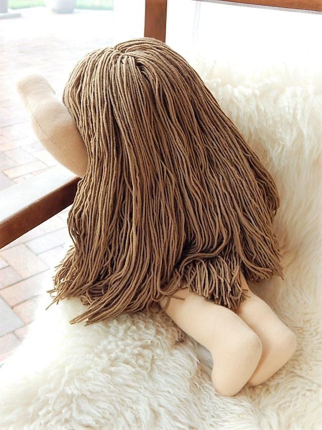 Bio-Stoffpuppe, Waldorfart, handgemachte Puppe, handgefertigt, Handarbeit, Stoffpuppe mit langen Haaren, ökologische Kinderpuppe, individuelle Puppe passend zum Kind, Wunschpuppe, Puppe nach Wunsch, Puppenfreundin, Gliederpuppe, Puppenhandwerk, Pärsch