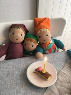 Drei Puppengeschwister feiern Geburtstag...