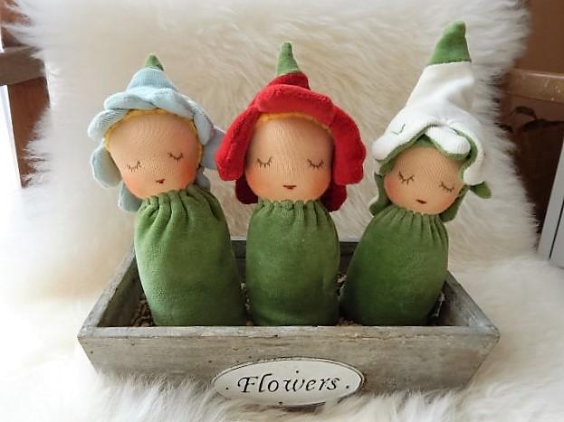 Blütenkinder-Greiflinge, erste Puppe, Erstlingspuppe, Bio, Handarbeit, mit Liebe handgemacht, Puppenhandwerk Pärsch, Primelchen-Greifling, Schneeglöckchen-Greifling, Vergissmeinnicht-Greifling