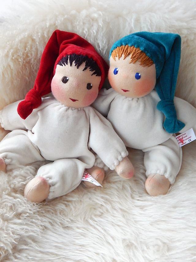 Erstlingspuppe, Schmusepuppe, Kuschelpuppe, Begleitpuppe, erste Puppe, Schlamperle, Waldorfart, Bio-Stoffpuppe, handgemachte Puppe, individuelle Puppe passend zum Kind, Wunschpuppe, Puppe nach Wunsch, Puppenhandwerk, ökologische Kinderpuppe