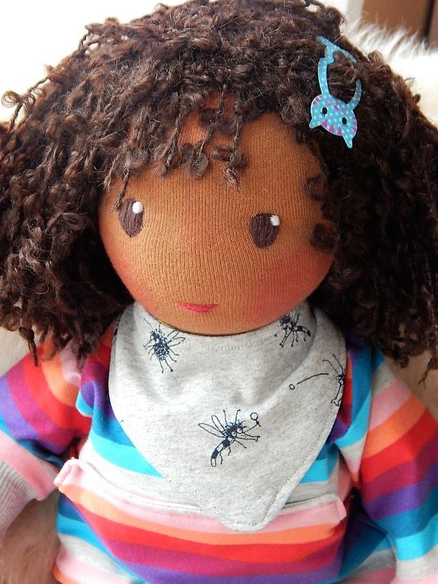 Bio-Stoffpuppe, Gliederpuppe, ökologische Kinderpuppe, handgemachte Puppe, Handarbeit, afrikanische Stoffpuppe, dunkelhäutige Puppe, afro-amerikanische Puppe, Waldorfart, individuelle Puppe passend zum Kind, Wunschpuppe, Puppenhalstuch