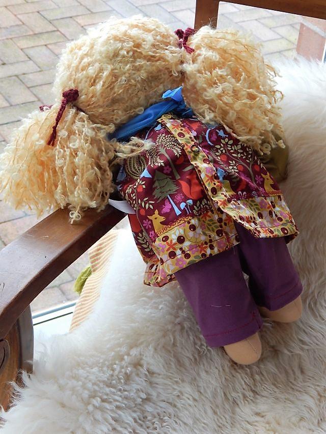 Bio-Stoffpuppe, Gliederpuppe, Puppenfreundin, handgemachte Puppe, handgefertigt, Handarbeit, ökologische Kinderpuppe, Waldorfart, Puppe nach Wunsch, Wunschpuppe, individuelle Puppe passend zum Kind, Puppe aus Naturmaterial, Gliederpuppe, Puppenhandwerk