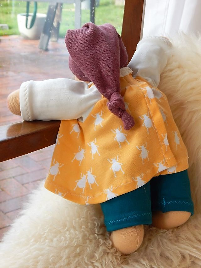 Bio-Stoffpuppe, Schlamperle, Waldorfart, erste Puppe, Erstlingspuppe, handgemachte Puppe, ökologische Kinderpuppe, Wunschpuppe, individuelle Puppe passend zum Kind, Puppenhandwerk, Jennifer Kliem-Pärsch, nachhaltige Puppe, Kuschelpuppe