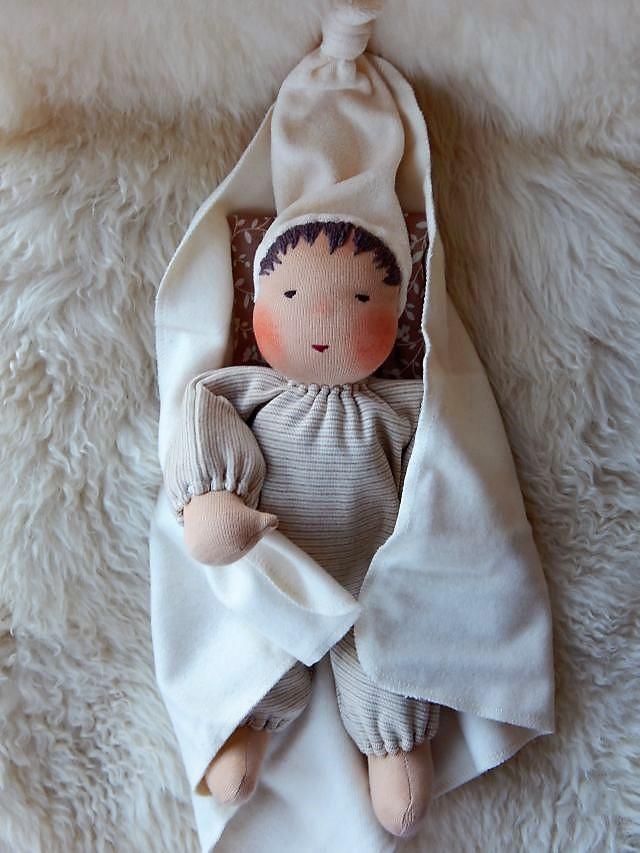 Schlamperle, Bio-Stoffpuppe, handgemacht, erste Puppe, Erstlingspuppe, ökologische Kinderpuppe, Puppenhandwerk, Jennifer Kliem-Pärsch, individuelle Puppe passend zum Kind, Wunschpuppe