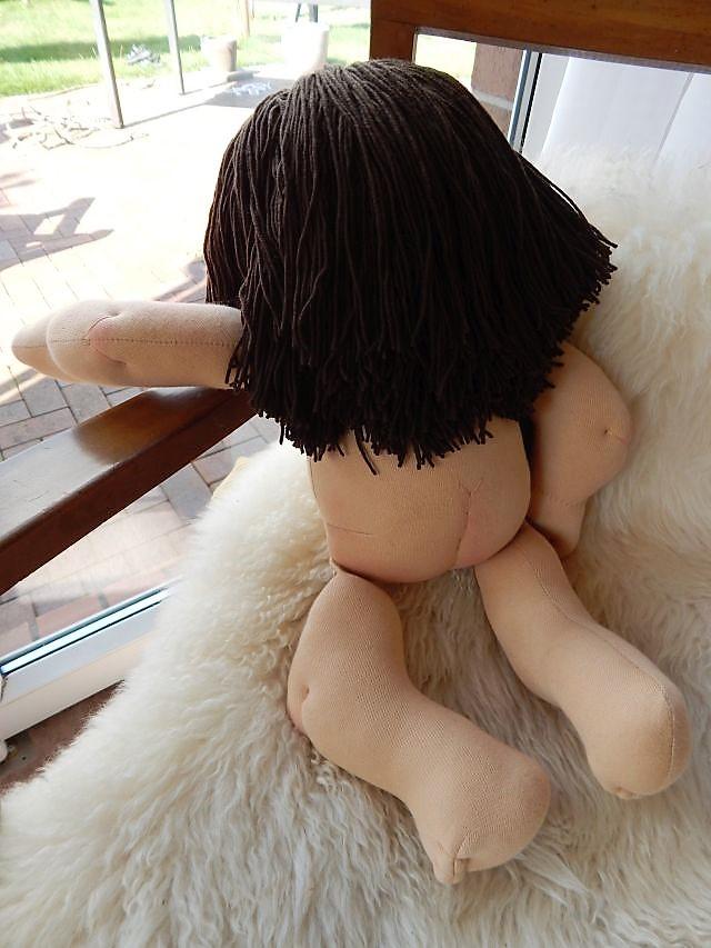 Bio-Stoffpuppe, handgemachte Puppe, Waldorfart, individuelle Puppe passend zum Kind, Wunschpuppe, Puppe nach Wunsch, Babypuppe, ökologische Kinderpuppe, Gliederpuppe, Puppenhandwerk, Jennifer Kliem-Pärsch, Öko-Stoffpuppe, Puppenohren, Handarbeit