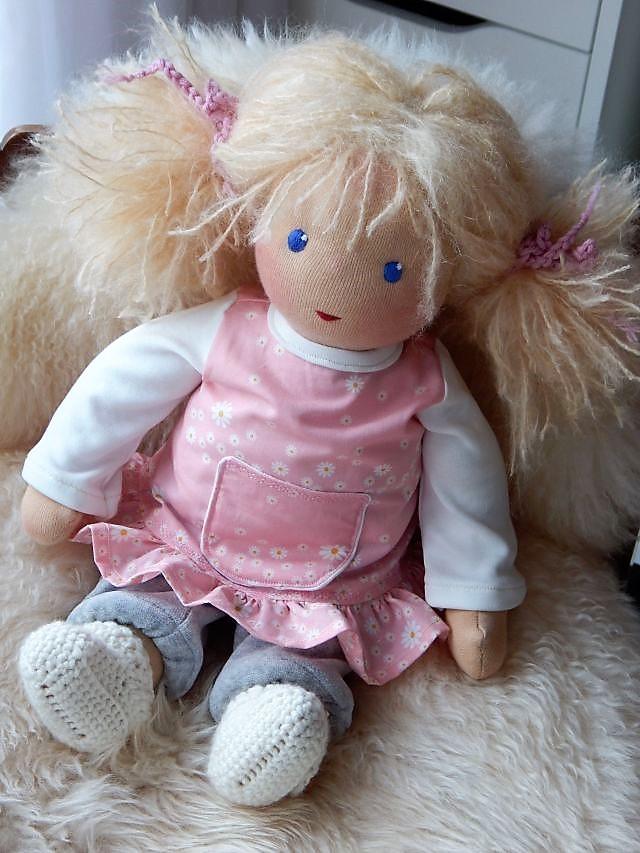 Bio-Stoffpuppe, Puppenhandwerk, Waldorfart, handgemachte Puppe, handgefertigt, Handarbeit, Wunschpuppe, Puppe nach Wunsch, individuelle Puppe passend zum Kind, Puppenfreundin, Puppenhandwerk, Jennifer Kliem-Pärsch