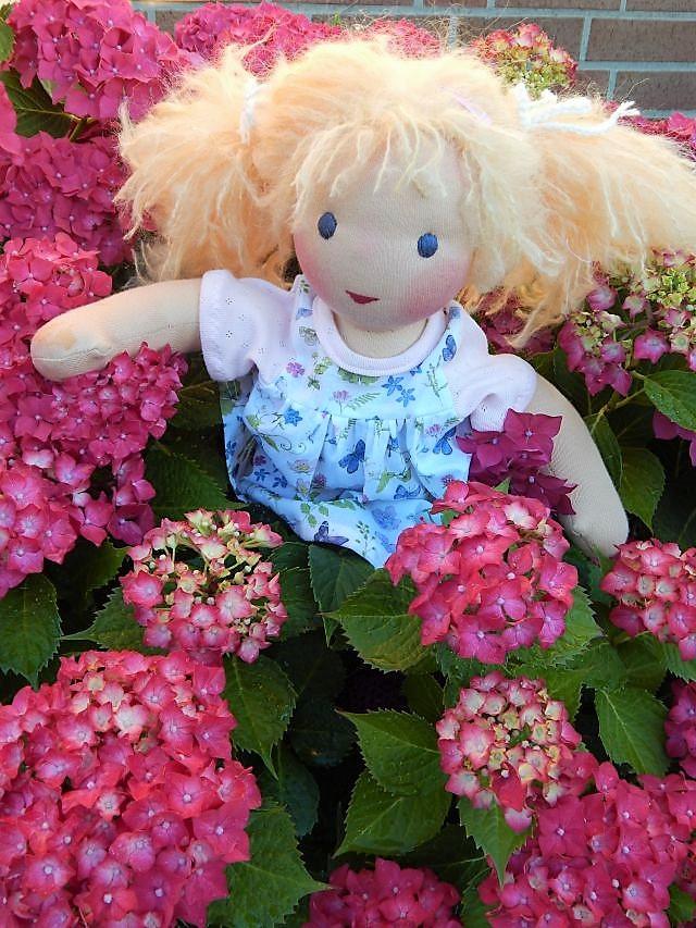 Bio-Stoffpuppe, Puppenhandwerk, Waldorfart, Wunschpuppe, individuelle Puppe passend zum Kind, Jennifer Kliem-Pärsch, Puppe nach Wunsch, ökologische Kinderpuppe, handgemachte Puppe, handgefertigte Puppe, Puppe für das innere Kind, Puppenfreundin