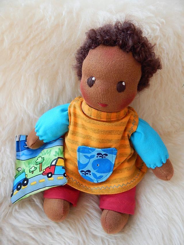 Bio-Stoffpuppe, dunkelhäutige Puppe, afrikanische Puppe, Schlamperle, Waldorfart, handgemachte Puppe, individuelle Puppe passend zum Kind, Wunschpuppe, ökologische Kinderpuppe, handgemachte Puppe, erste Puppe, Kuschelpuppe, Kleinkindpuppe