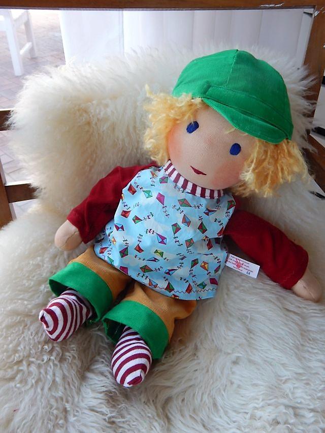 Puppenjunge, Puppenfreund, Bio-Stoffpuppe, handgemacht, nachhaltige Puppe, handgefertigte Puppe, Handarbeit, Puppenhandwerk, ökologische Kinderpuppe, Waldorfart, individuelle Puppe passend zum Kind, Wunschpuppe, Puppe nach Wunsch