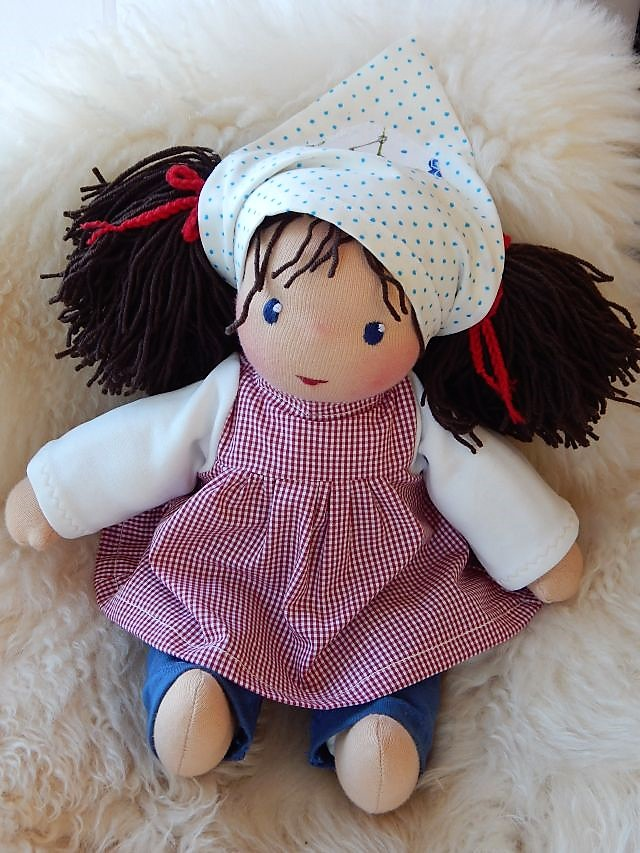 Bio-Stoffpuppe, Schlamperle, ökologische Kinderpuppe, handgemachte Puppe, Handarbeit, Kuschelpuppe, Waldorfart, individuelle Puppe passend zum Kind, Wunschpuppe, Puppenhandwerk Pärsch, erste Puppe, Puppenbegleiterin, Puppenkopftuch