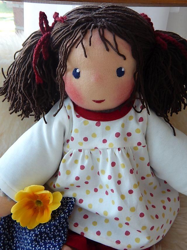Bio-Stoffpuppe, Handarbeit, handgemacht, selbstgemachte Puppe, Puppenhandwerk, Schlamperle, Waldorfart, Wunschpuppe, Puppe nach Wunsch, ökologische Kinderpuppe, Kleinkindpuppe, Puppenfreundin, individuelle Puppe passend zum Kind, Jennifer Kliem-Pärsch