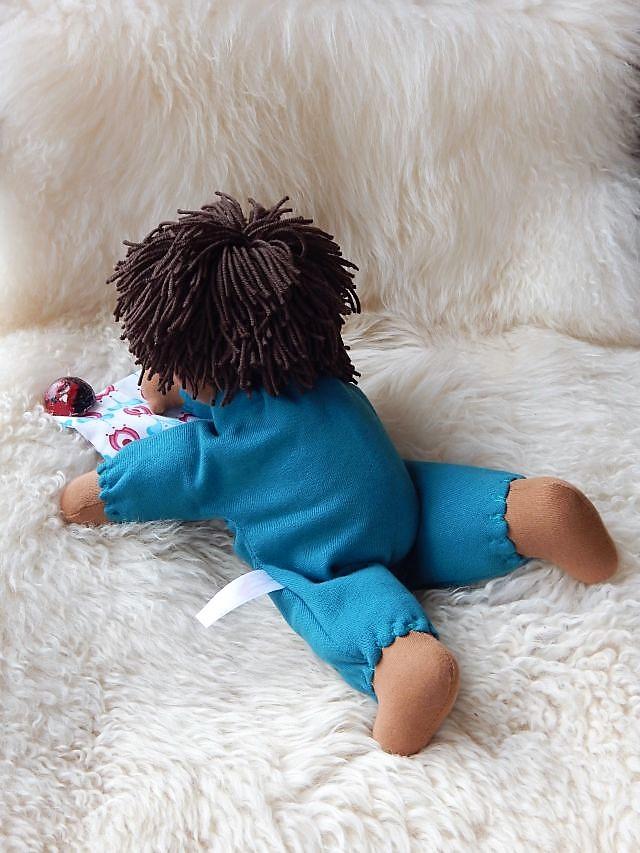 Bio-Stoffpuppe, Wunschpuppe, indnividuelle Puppe passend zum Kind, handgefertigte Puppe, Handarbeit, Puppenhandwerk, Stoffpuppe nach Waldorfart, Schlamperle-Puppe, ökologische Kinderpuppe,afrikanische Stoffpuppe, dunkelhäutige Stoffpuppe, afroamerikanisch