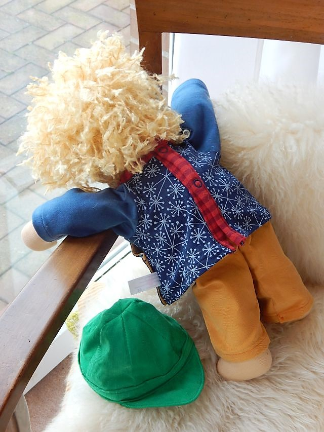 Bio-Stoffpuppe, Stoffpuppe für Jungen, Puppenjunge, Puppenkumpel, Waldorfart, handgemachte Puppe, Handarbeit, individuelle Puppe passend zum Kind, Wunschpuppe, Puppenhandwerk, Jennifer Kliem-Pärsch, ökologische Kinderpuppe