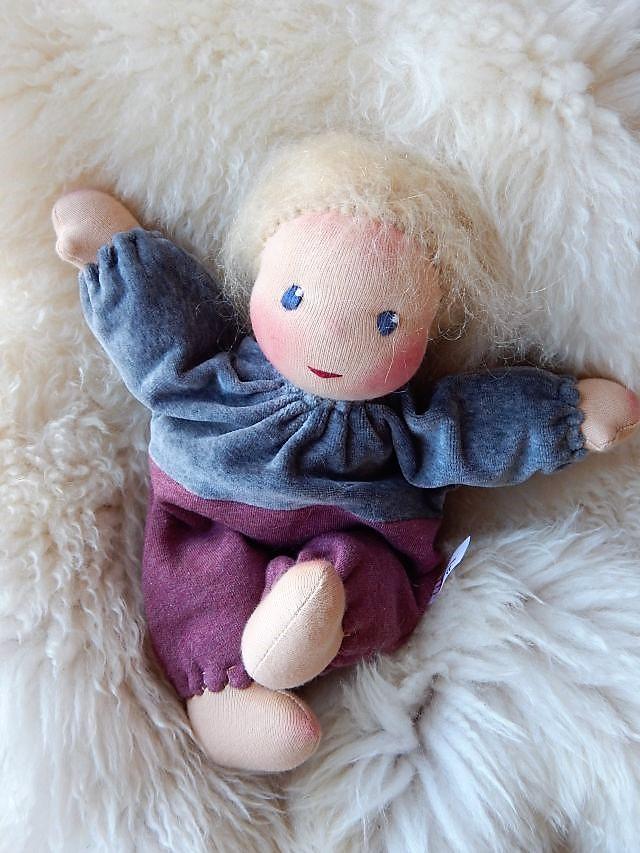 Bio-Stoffpuppe, individuelle Puppe passend zum Kind, Schlamperle, Waldorfart, ökologische Kinderpuppe, handgemachte Puppe, Puppe nach Wunsch, Wunschpuppe, handgefertigte Puppe, Puppenhandwerk, Puppe aus Naturmaterialien, Puppenfreundin,  nachhaltige Puppe