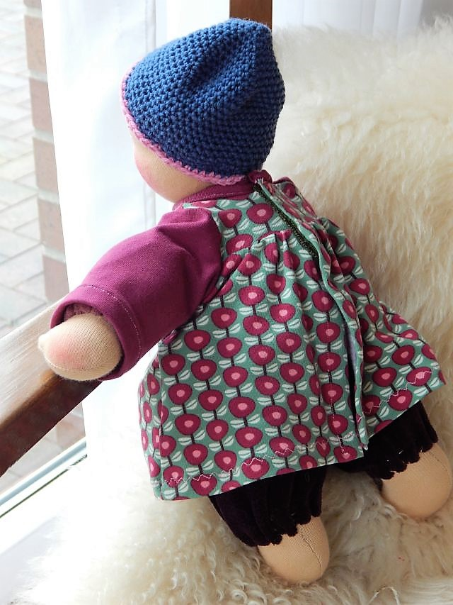Bio-Stoffpuppe, Waldorfart, handgemachte Stoffpuppe, Handarbeit, Schlamperle, Kuschelpuppe, erste Puppe, Erstlingspuppe, ökologische Kinderpuppe, individuelle Puppe passend zum Kind, Wunschpuppe, Puppe nach Wunsch, Puppenhandwerk