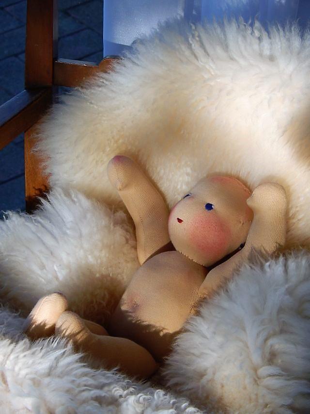 Bio-Stoffpuppe, Waldorfart, Puppe für das innere Kind, Arbeit mit dem inneren Kind, ökologische Kinderpuppe, individuelle Stoffpuppe, Puppe nach Wunsch, Wunschpuppe, handgefertigte Stoffpuppe, Puppenfreundin, Puppenhandwerk, Jennifer Kliem-Pärsch