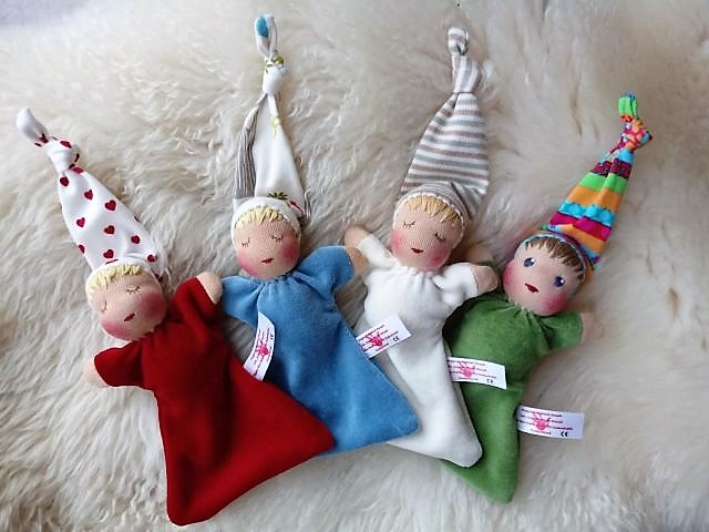 Bio-Stoffpuppe, erste Puppe, Waldorfart, handgemachte Puppe, individuelle Puppe passend zum Kind, Wunschpuppe, ökologische Kinderpuppe, Puppenhandwerk, Jennifer Kliem-Pärsch, Nuckelpüppchen, Greifling