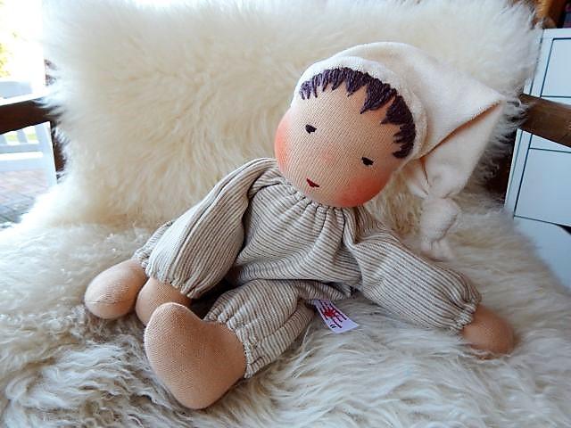 Schlamperle, Bio-Stoffpuppe, handgemacht, erste Puppe, Erstlingspuppe, ökologische Kinderpuppe, Puppenhandwerk, Jennifer Kliem-Pärsch, individuelle Puppe passend zum Kind, Wunschpuppe, Waldorfart