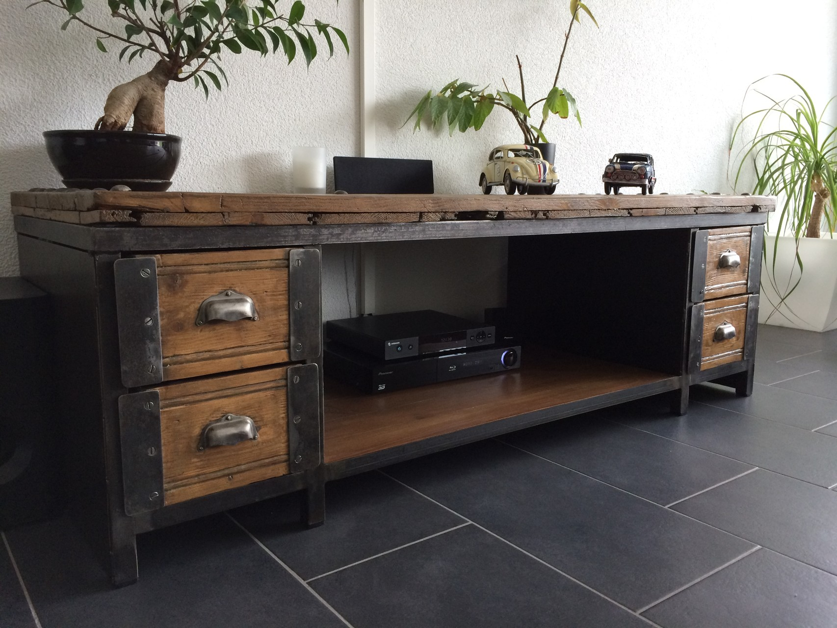 Table basse meuble tv industriel atelier vintage for Meuble retro industriel