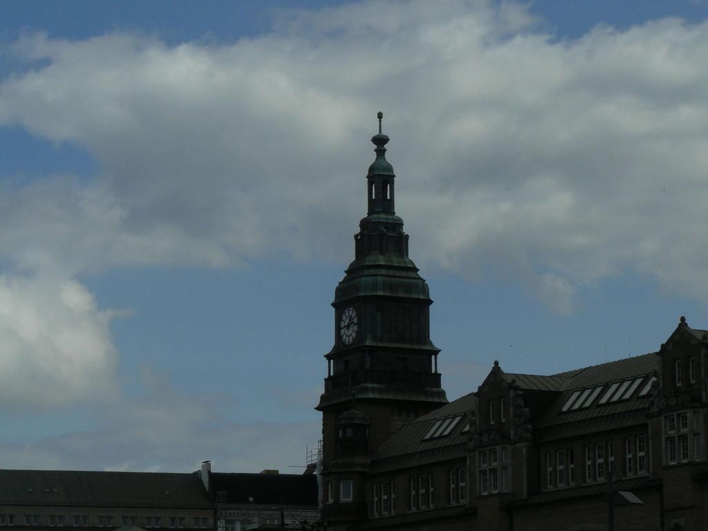 HH Hbf Turm Südseite