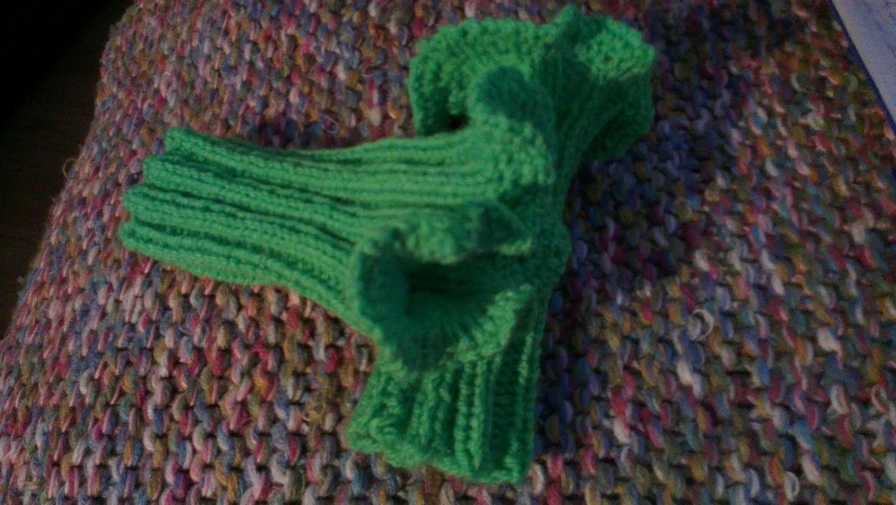 und ich habe sie dann fix nachgestrickt 'Brokkoli' heißen die bei Madame ..... passend zur grünen Jeans