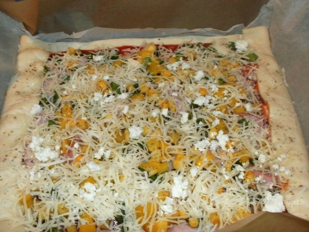 unsere Pizza vorm Backen