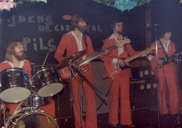 The Whippet Club, Kaatsheuvel, 5 feb.1977 -  Peter Verhiel (drums) - Ad van Mierlo (basg.) - Jan van Helvoirt (slagg./zang) - Cees van de Leur (solog.)
