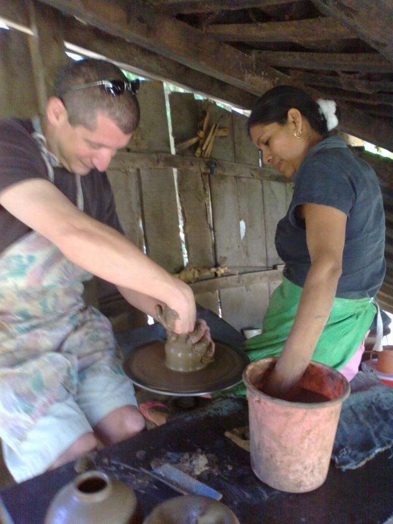 Pottery class in San Juan de Oriente
