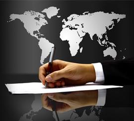 Übersetzung: Hand vor Weltkarte