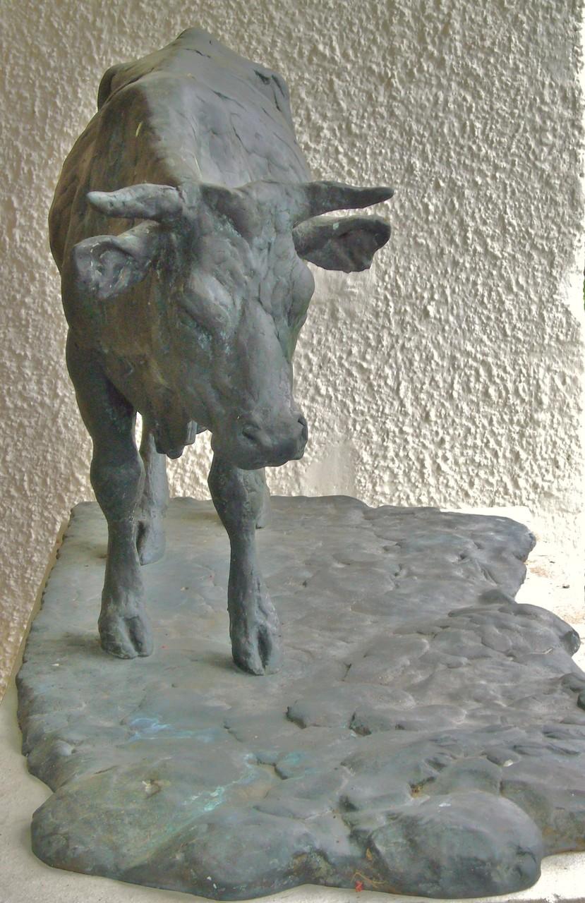 Kuh in Bronze / halbe Lebensgröße