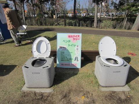 日頃は椅子ですが、緊急時にはトイレになります