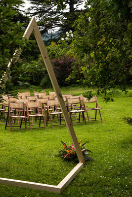 Rito simbolico in giardino