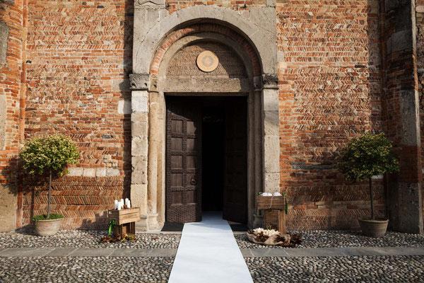 L'entrata della chiesa