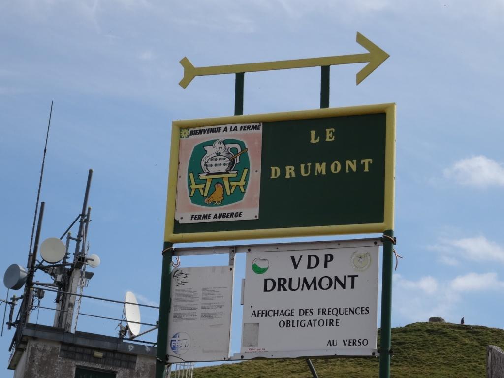 """Le groupe des touristes a fait """"l'ascension"""" du Drumont à partir de l'auberge"""
