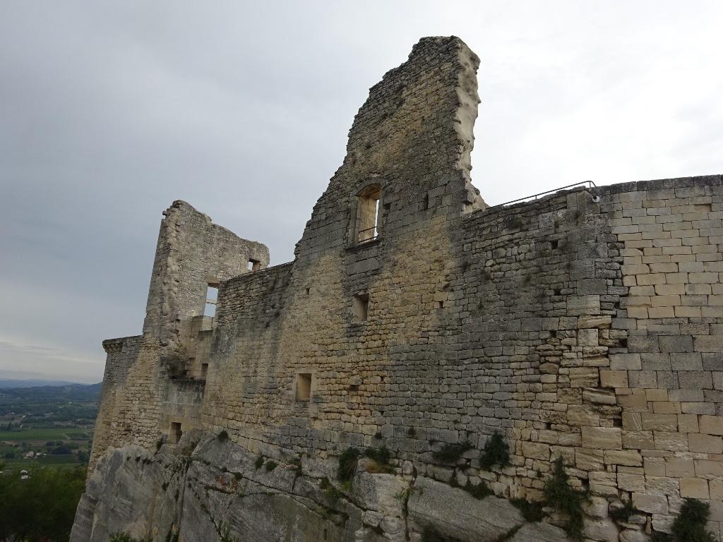 Ruines sur les hauteurs de Lacoste