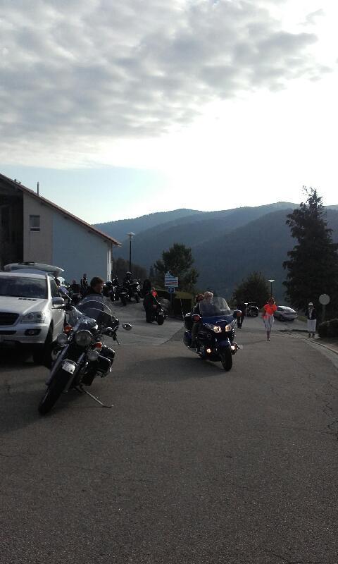 Dimanche matin un petit tour en moto pour Evelyne