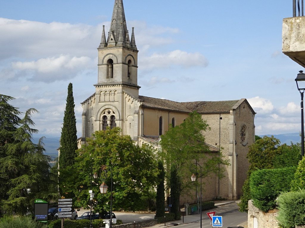Eglise sur les hauteurs de Bonnieux