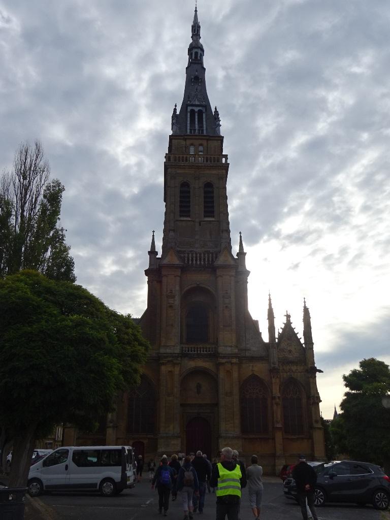 La basilique  Notre Dame de l'Espérance de Mézières
