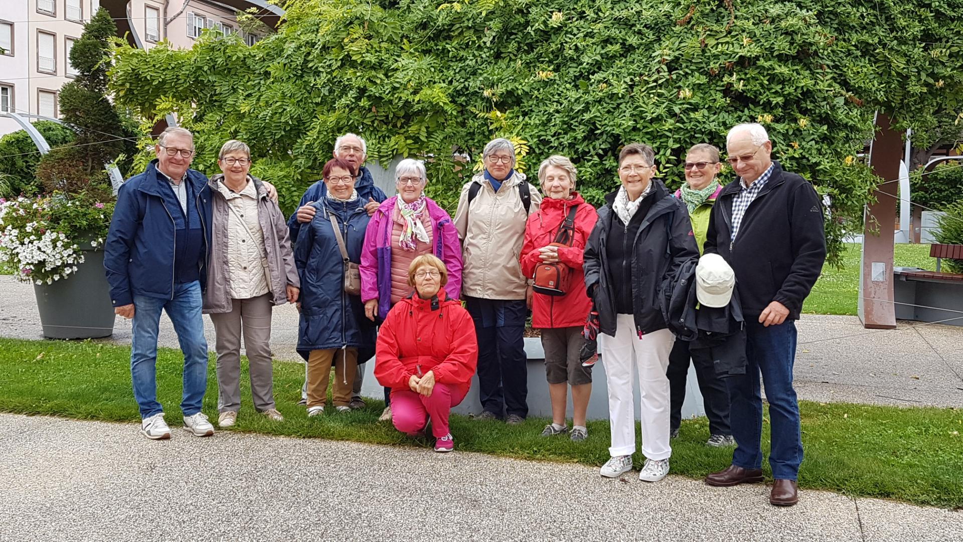 Dimanche matin , les touristes visitent Colmar