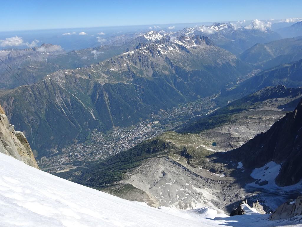 1500 m plus bas, le petit lac bleu où l'on pique niquera