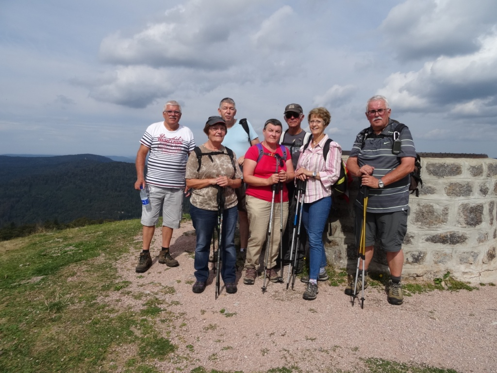 Arrivée du petit groupe au sommet du Drumont