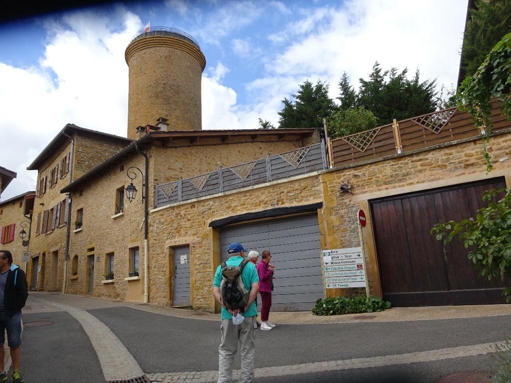 Visite de Oingt, classé parmi les plus beaux villages de France