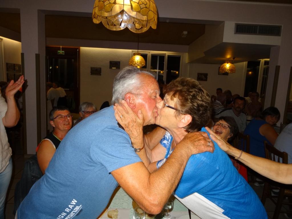 Le baiser avant la nuit de noces!!!