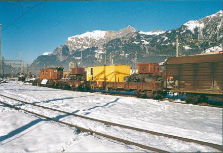 Ankunft in Landquart am 29.11.1999: Morgens um 4 Uhr brachte der SBB Güterzug 64749 die erwartete Fracht! Zwischen den beiden Vorbauten ist der gelbe Werkzeugcontainer. Foto: Club 1889