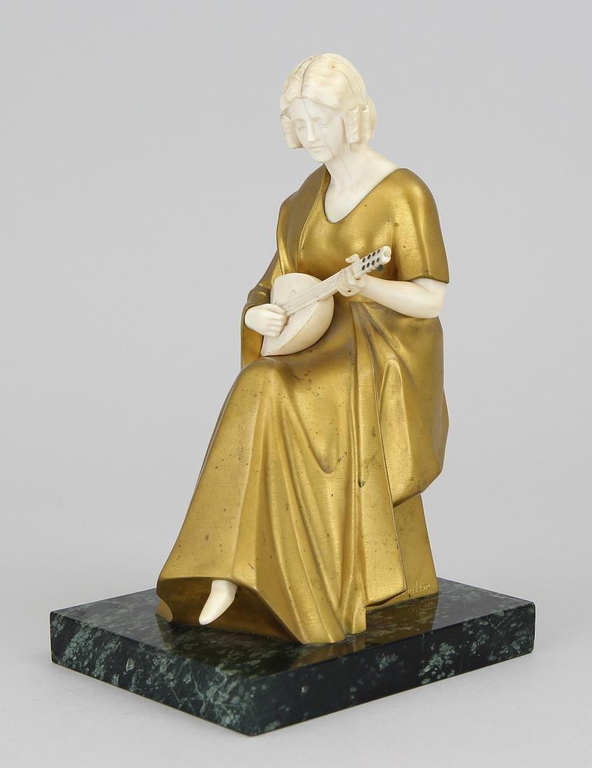 Schliepstein, Bronzefigur mit Elfenbein
