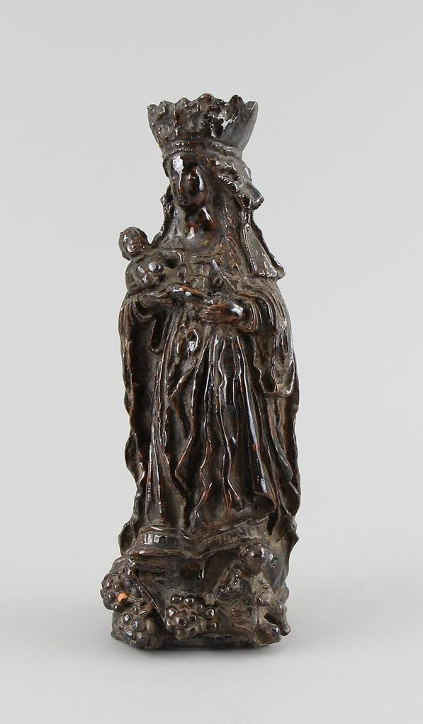 Gotische Madonna, wohl Salzburg 15. Jahrhundert, Ton glasiert 29,5cm, Limit 1.500€