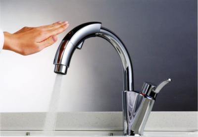 タッチレス水栓の採用