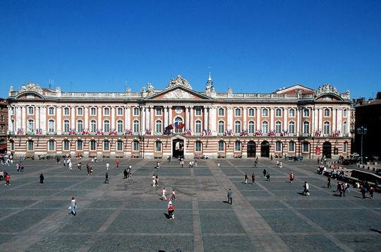 Gites des Camparros à Nailloux : place du Capitole à Toulouse