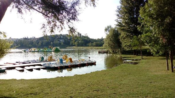 lac de la Thesauque a Nailloux, situé à 3 km des Gites des Camparros