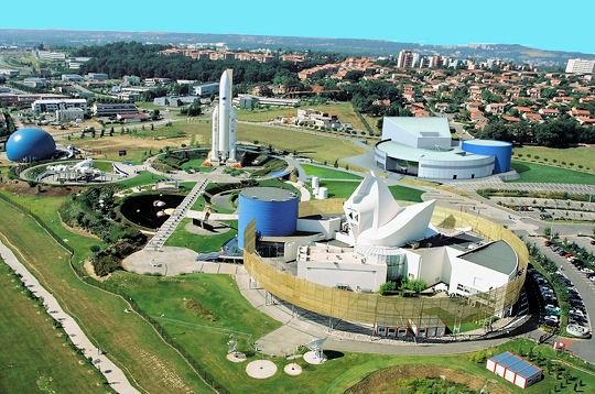 Gites des Camparros à Nailloux : vue aérienne de la Cité de l'Espace à Toulouse